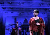 Romulus Veliký, komedie antických rozměrů