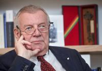 Karel Hvížďala: Dávno mrtvý dědeček