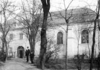 Kapitoly ze stavební historie domu se synagogou