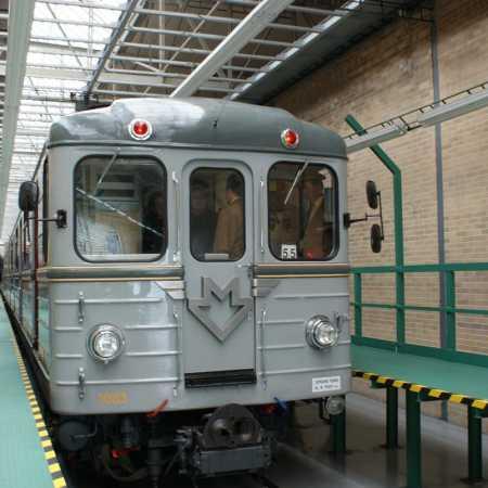 reSITE Invisible Prague – Výlet historickou soupravou metra