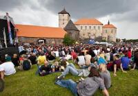 Máte už plán na víkend? Náš tip je hrad Švihov. V rámci festivalu Hrady CZ tam vystoupí Mňága a Žďorp, Monkey Business aj.