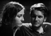 Poklidné divadelní prázdniny v srpnu rozruší premiéra hry Tvář v ohni skupiny OLDstars