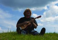 Folková stálice Karel Plíhal vyjede na letní turné