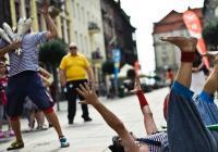 Plzeňský festival Živá ulice láká na divadlo, koncerty i polévku