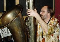 Na začátku července přijede do Prahy americký hudebník Scott Robinson