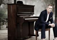 Dr. House - Hugh Laurie se vrací do České republiky. Tentokrát vystoupí v Brně