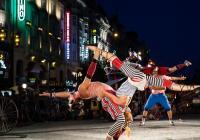 Festival Za dveřmi: Červencová plejáda pouličního divadla vyvrcholí v šapitó