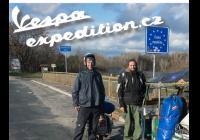 Vespaexpedition - 19 tisíc kilometrů dlouhá cesta skútrem a tuktukem