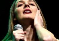 Pilulky a deprese! Barbora Poláková zpívá v novém videoklipu o své generaci