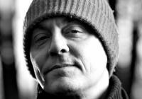 Samuel Bjørk představí v Praze svou druhou detektivku Sova