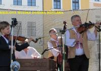 Cimbálová muzika Dušana Kotlára, světí pramen.