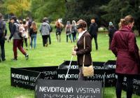 Neviditelná výstava: Mezinárodní den bílé hole
