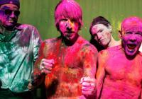 Nedělní večer patří v Praze koncertu kapely Red Hot Chili Peppers