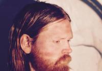 Islandský písničkář Júníus Meyvant zahraje dnes v Praze