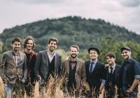 Jelen vydává druhé album, na kterém se vrací ke kořenům
