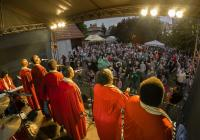 Festival bloumající veřejnosti...