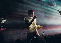 Kontroverzní Skinny Puppy se po letech vrací na koncertní pódia. Na divokou show se může těšit i Praha