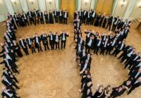 Filharmonie na Stadioně: Na hrudi obra obláček malý...