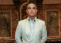 Robbie Williams se na turné setká s fanoušky. A taky začal zpívat francouzsky