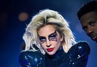 Lady Gaga zazářila na Super Bowlu a oznámila světové turné
