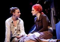 Třetí prst na levé ruce v Divadle Na Fidlovačce slibuje dojetí i humor