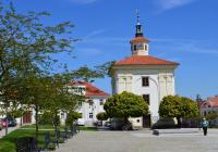 Husovo náměstí s kapličkou