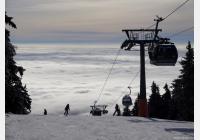 Černá hora v zimě: za lyžováním, sáňkařskou dráhou i Stezkou korunami stromů