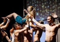 The Roosters - kabaretní a burleskní show