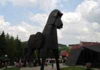 Historický areál Bouzov s Trojským koněm
