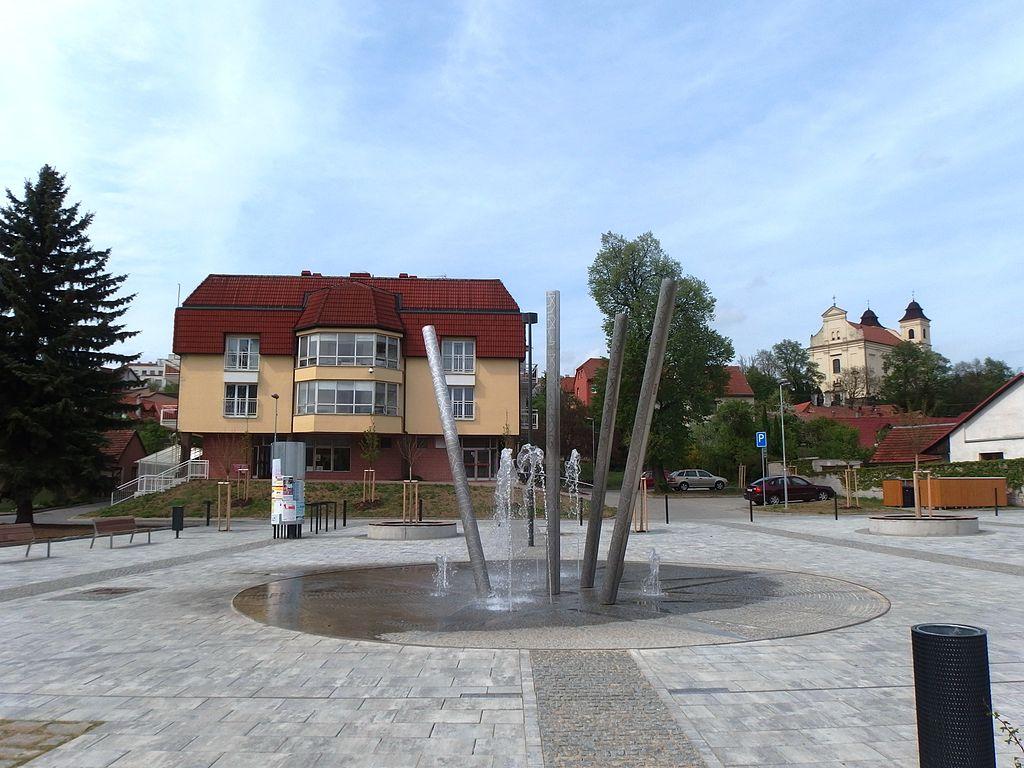 Ekofarma Agrofyto - Lidečko Rozhledna Doubrava Kostel sv. Vavřince Fontána  na Tillichově náměstí 691c429378