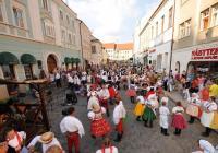 Mikulovský folklorní festival Sousedé a zarážení hory