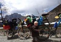 Saša jede na kole přes Tibet a nejenom tam