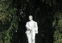 Socha MUDr. Františka Veselého, Luhačovice