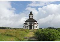 Kořenovem za ozubnicovou železnicí, Tesařovskou kaplí i rozhlednou Štěpánka
