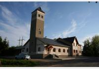 Za výhledy na hřebeny hor, rozhlednu Rašovka, Horecké skály a ke kostelu sv. Vavřince