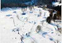 Kořenov v zimě - za lyžováním, dalekými výhledy, unikátní kaplí i koupáním