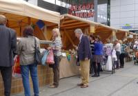 Farmářské trhy před Obchodním centrem Arkády Pankrác