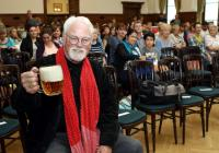 Autogramiáda Roberta Fulghuma v pivovaru