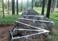 Pomník obětem katastrofy na Bílé Desné