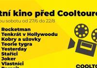 Letní kino před Cooltourem