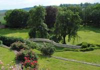 Zámecké zahrady zvou na prohlídky s rozkvetlými růžemi