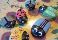 Tvoření pro děti: Malovaní broučci z oblázků