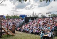 Divadelní léto pod plzeňským nebem