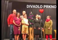 Léto s Café Práh a divadlem PRKNO a Navlnce