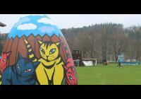 Velikonoční stezka s obřími kraslicemi v Hluboké nad Vltavou