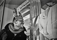 Výstava obrazů za okny Jazzové kavárny Podobrazy v Brně