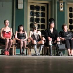 Depresivní děti touží po penězích: Kabaret de Sade