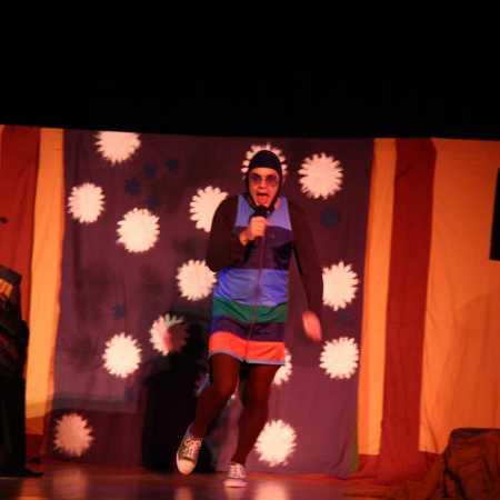Divadlo Věž: Včelí medvídci zpívají