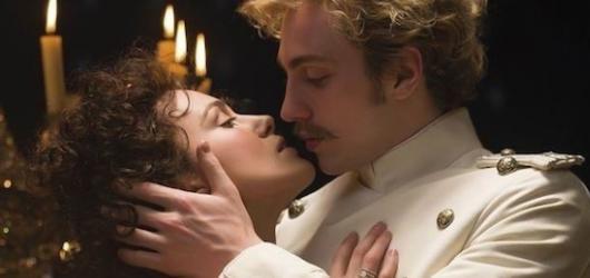 Anna Karenina: Drásající divadlo ve filmu