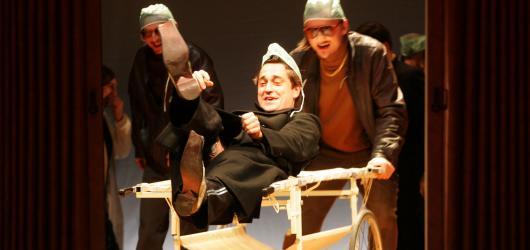 Gogolův Revizor více než 7 let na prknech Národního divadla